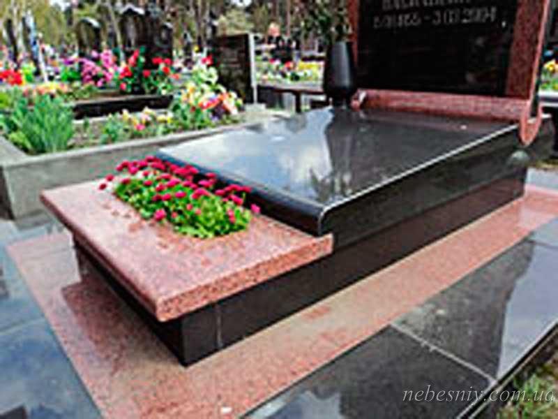 Цветочница на кладбище фото 4