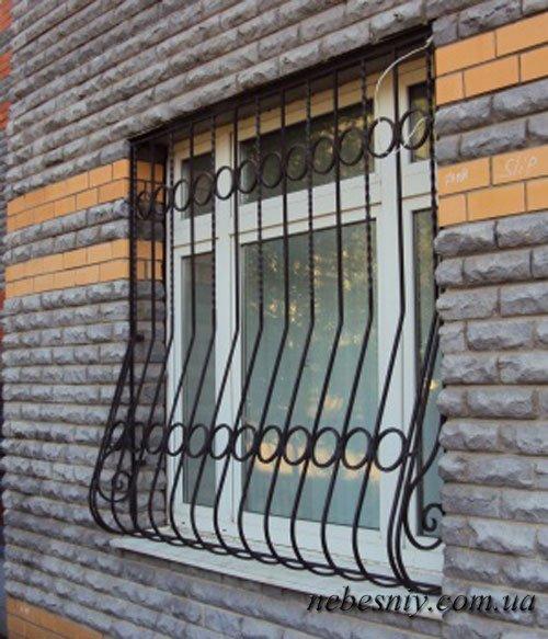 Решетки на окна и балконы - небесный свет.